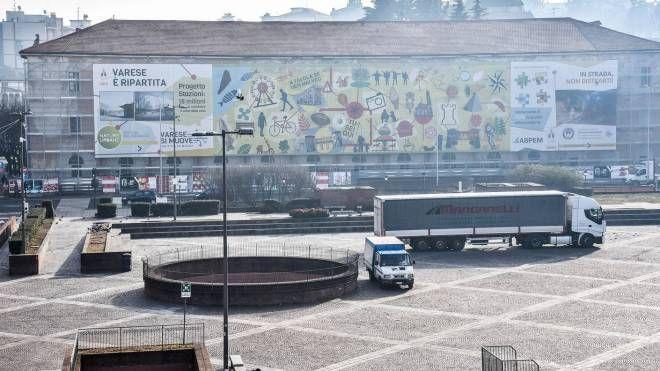 """Una veduta di piazza Repubblica la """"porta"""" per il centro di Varese"""