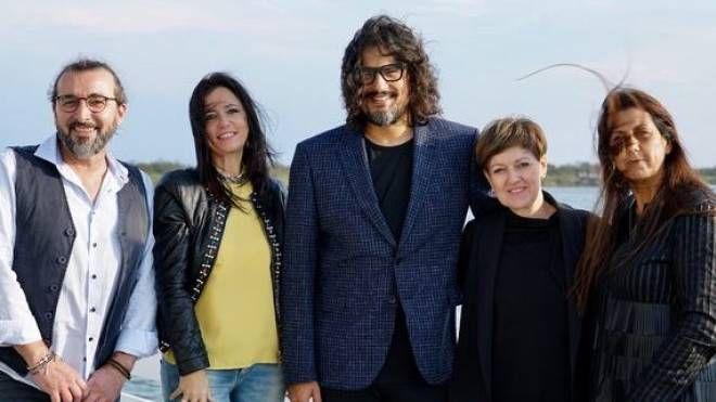 I quattro concorrenti con al centro Alessandro Borghese