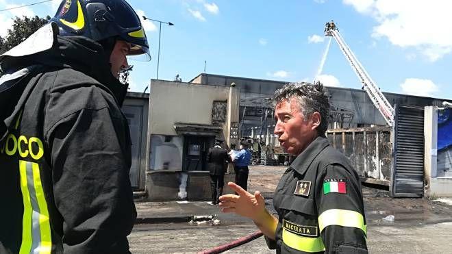 Vigili del fuoco davanti alla Orim (foto Calavita)