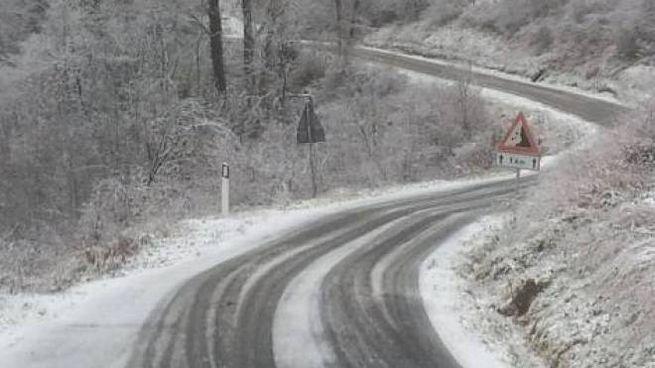 Meteo Marche, neve in collina
