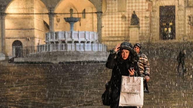 Neve a Perugia nella serata di giovedì 10 gennaio (Foto Crocchioni)