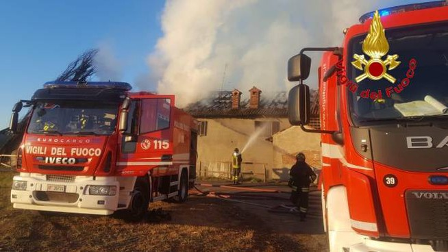Incendio in cascina a Vignate