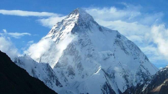 K2, una foto della montagna, ancora inviolata nella stagione invernale (foto Ansa)
