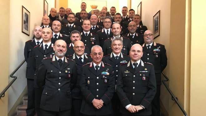 Il maresciallo Antonio Bruno, al centro in primo piano, lascia dopo 40 anni di servizio