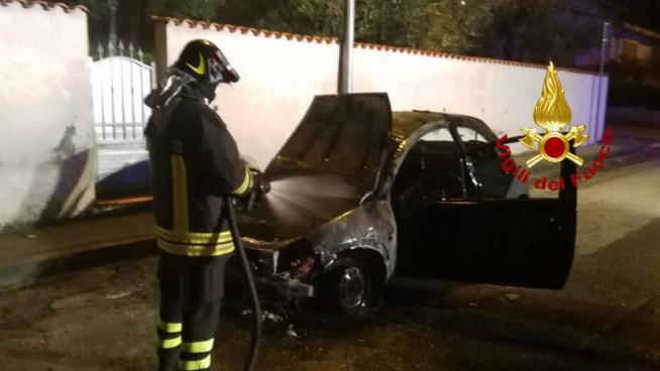 Montemurlo, auto incendiata