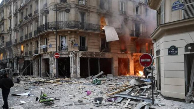 Esplosione a Parigi (foto Twitter Matthieu Croissandeau)