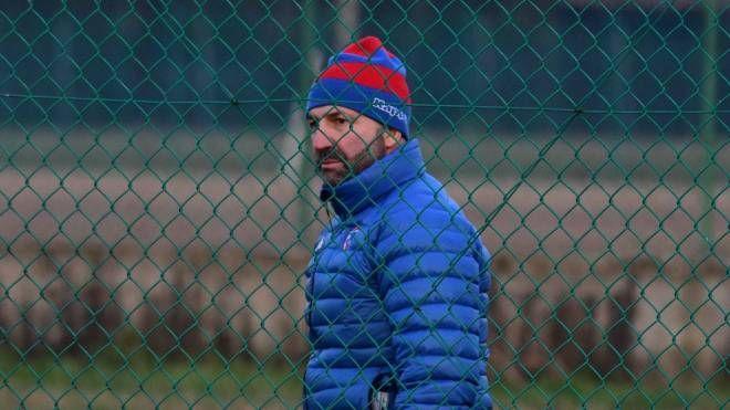 Umberto Casellato, 49 anni, tecnico trevigiano alla guida del Rovigo. Sotto, Jeremy Iese Su'A (Foto Donzelli)