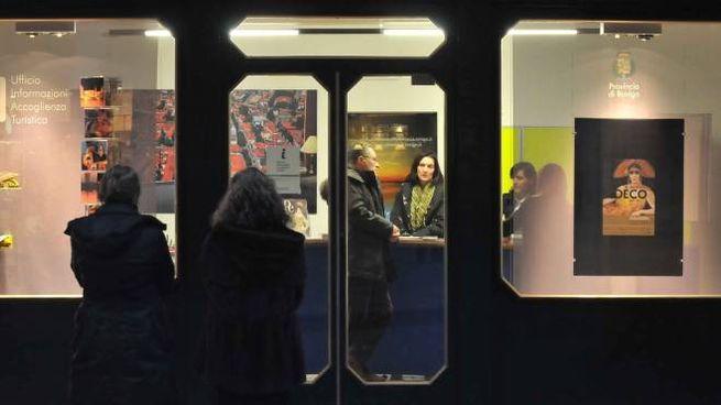 L'inaugurazione del nuovo ufficio di accoglienza turistica in piazza vittorio il 29 gennaio del 2009