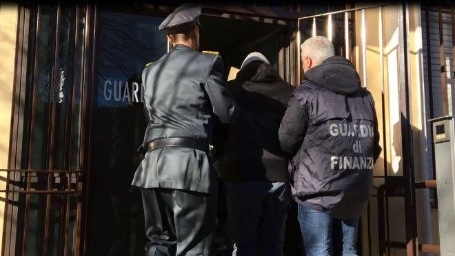 Uno degli arresti della Guardia di finanza di Monza