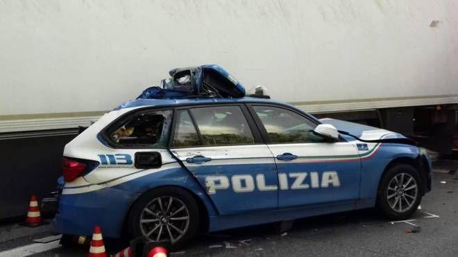 Auto della Polizia incidentata (repertorio)