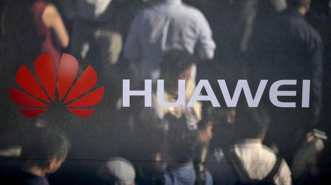 Il logo di Huawei (Ansa)