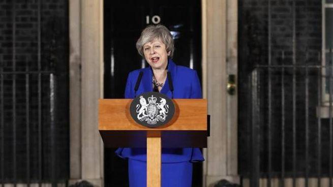 Theresa May nel discorso alla nazione a Downing street (Ansa)