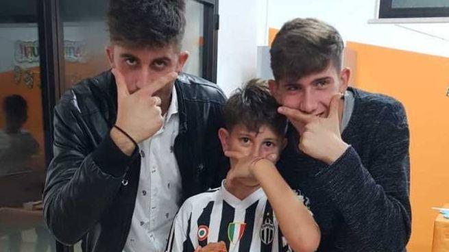 I fratelli Di Carlo (al centro Edoardo, 11 anni)