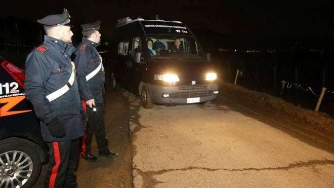 I carabinieri sul luogo dell'orrore