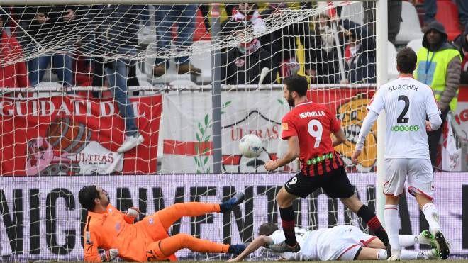 Carpi-Foggia 0-2, uno dei due gol di Iemmello (Foto LaPresse)