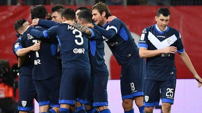 Donnarumma festeggiato dopo il gol
