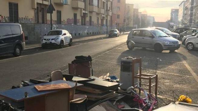 Rifiuti abbandonati in zona San Siro