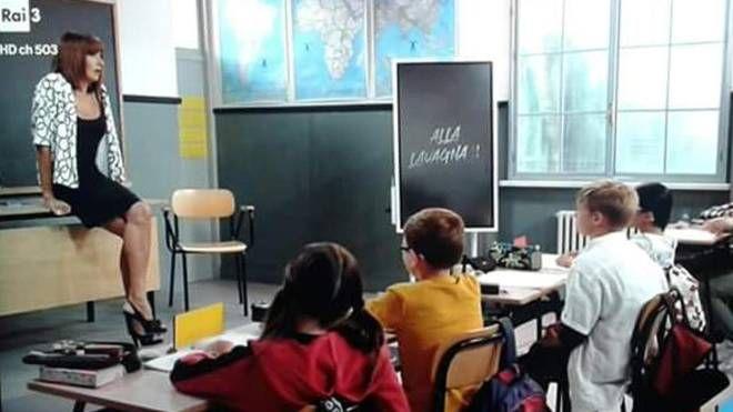 Vladimir Luxuria durante la trasmissione 'Alla lavagna!' (Fermo immagine Rai 3 / Ansa)