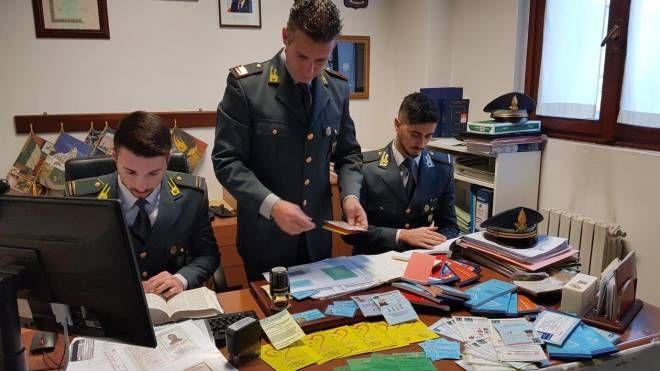 Materiale sequestrato dalla guardia di finanza di Monza