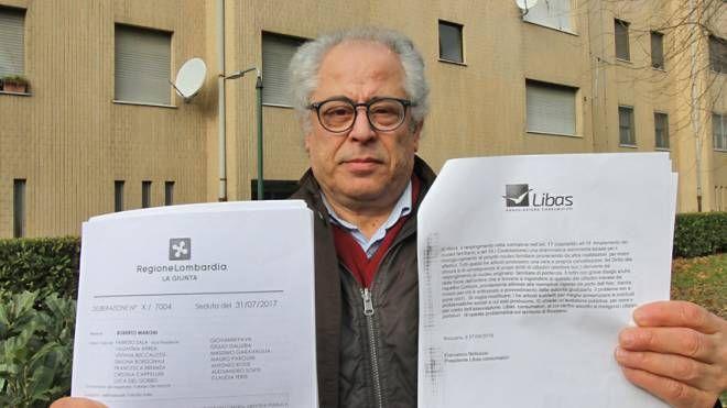 Francesco Belluscio dell'associazione Libas mostra la diffida inviata alla Regione