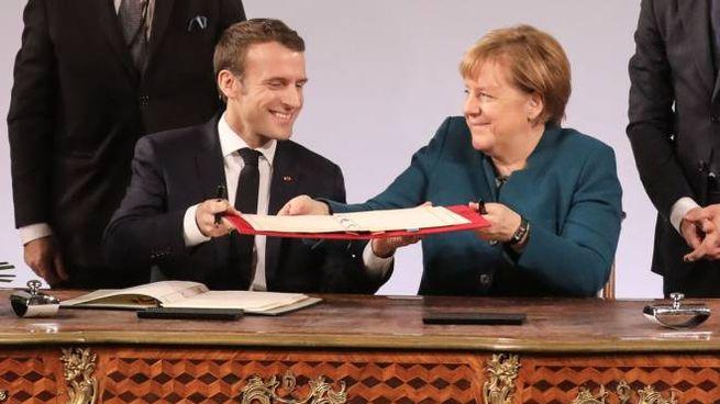 Macron e Merkel firmano un nuovo trattato di cooperazione (Lapresse)