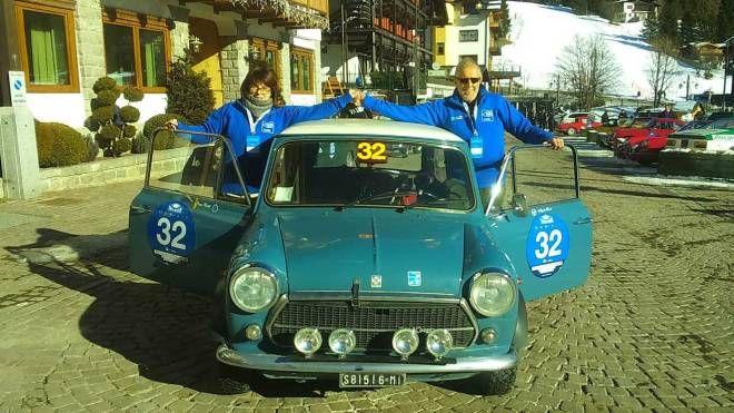 Angelo Seneci con la navigatrice Sonia Cipriani e la Mini