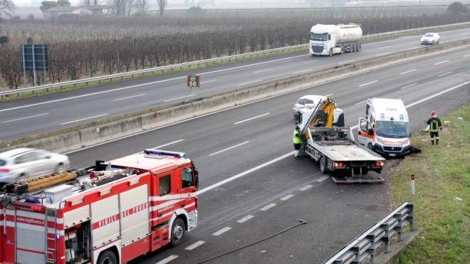 Incidente A14 Faenza, ambulanza si ribalta in autostrada