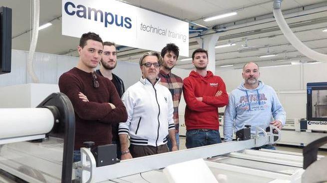 Villa Verucchio: inaugurazione del Campus. I laboratori con le macchine e alcuni studenti