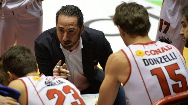 Coach Alberto Serra (per tutti 'Pomo') in panchina (foto Frasca)