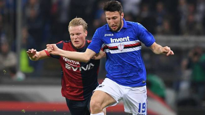Vasco Regini in un derby Sampdoria-Genoa (foto lapresse)