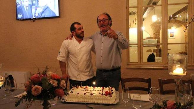 Scarselli davanti alla torta del suo compleanno