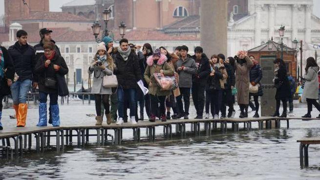 Acqua alta a Venezia, foto d'archivio (Ansa)