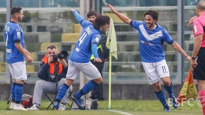 Il Brescia esulta, la cinquina di Pescara offre alle Rondinelle il primo posto in serie B