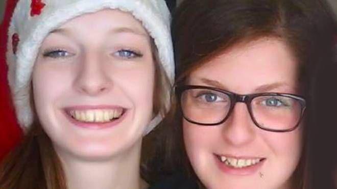 Marisa (a destra) con la sorella Deborah