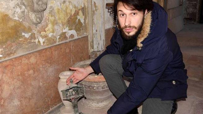 Il consigliere comunale di FdI Alessandro Balboni ha denunciato lo stato di degrado delle tombe in Certosa