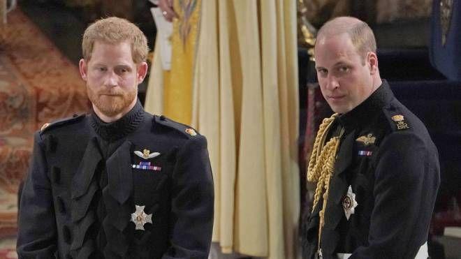 William e Harry attendono Meghan Markle all'altare