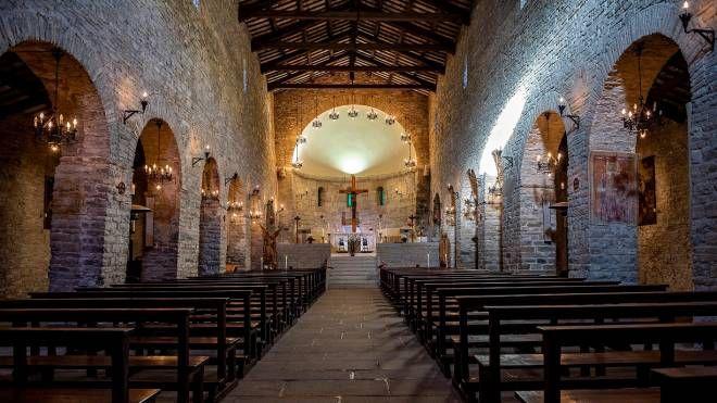 L'interno dell'abbazia nella sue veste duecentesca