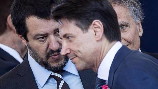 Il ministro Matteo Salvini e il premier Giuseppe Conte (Ansa)