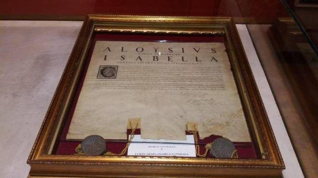 Il decreto manoscritto con il sigillo della duchessa Isabella Gonzaga