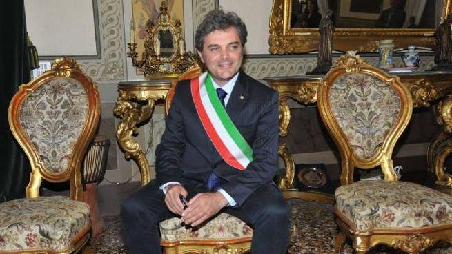 Massimo Bergamin, 54 anni, con la fascia tricolore
