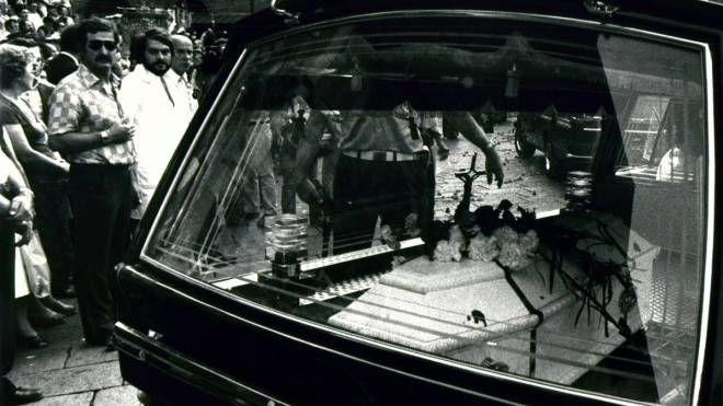 Il  funerale di Stato della piccola Angela Fresu (figlia di Maria Fre) nel 1980