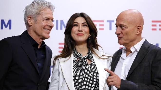 Claudio Baglioni, Virginia Raffaele e Claudio Bisio (Ansa)
