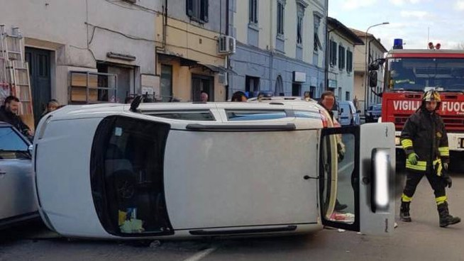 Incidente in via Francesca a Montecalvoli