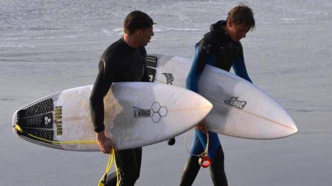 Surfisti (foto di repertorio)