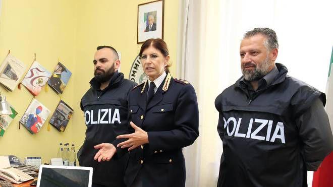 Il vicequestore Mara Ferasin con i suoi collaboratori del commissariato di Montecatini