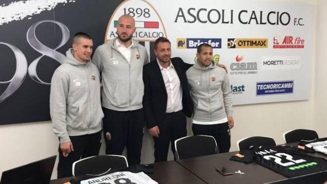 Il direttore sportivo Antonio Tesoro con Andreoni, Milinkovic-Savic e Iniguez