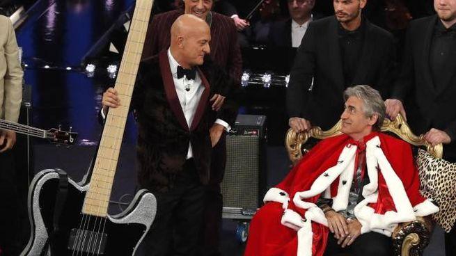 Ligabue a Sanremo, gag con Bisio (Ansa)
