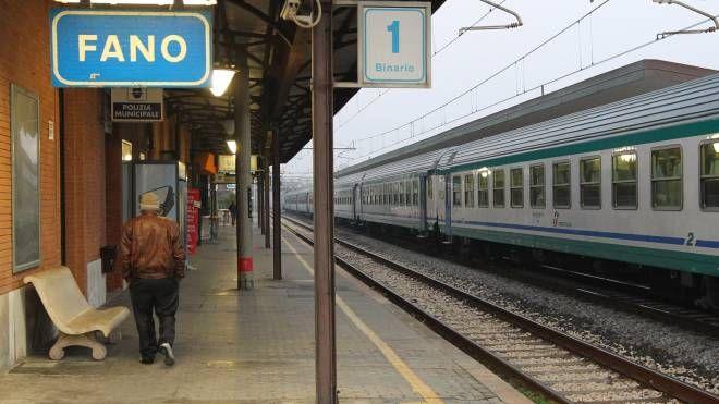 La stazione di Fano (foto d'archivio)