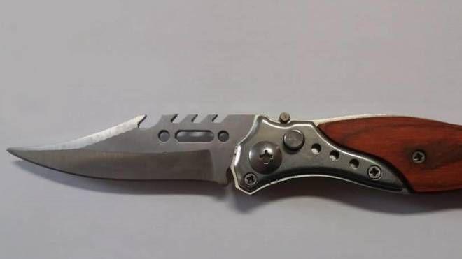 Il coltello sequestrato