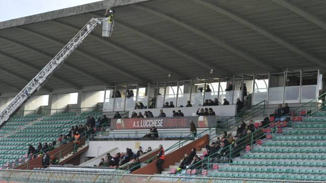 L'intervento sulla tribuna (foto Alcide)